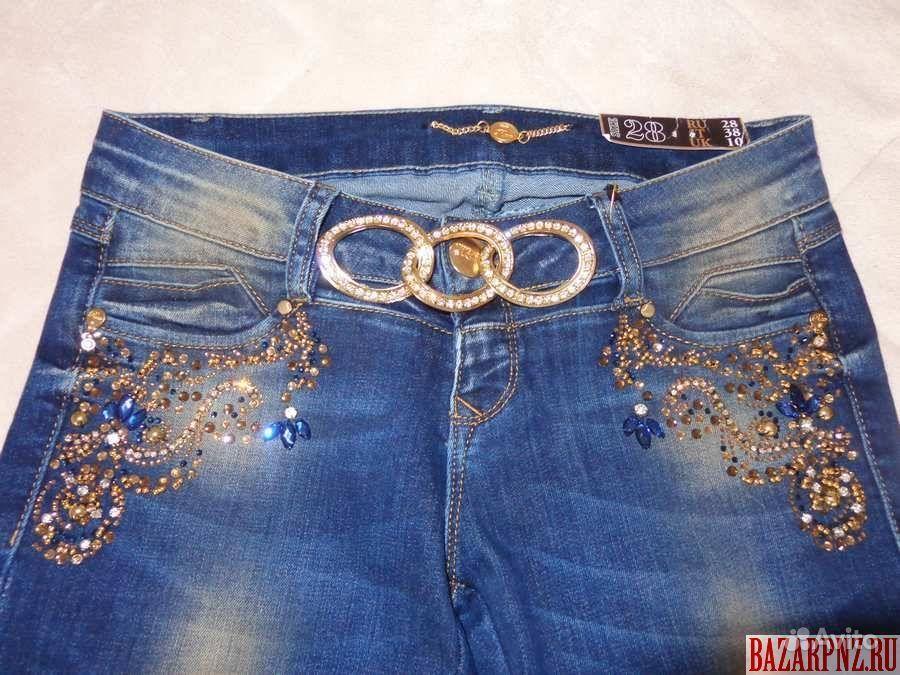 Стразы на джинсах фото