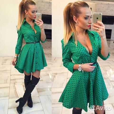 Платье зеленое в горошек фото